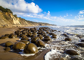 Photo of a horizon in California depicting rocks and coastline