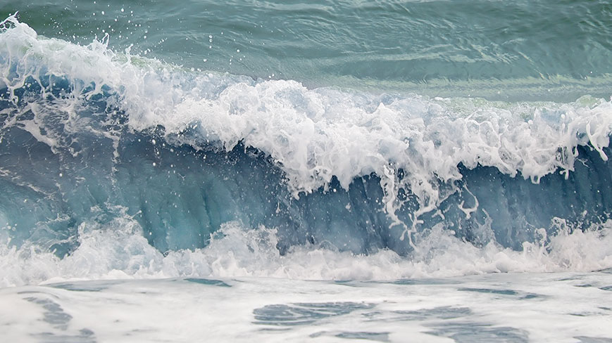 why does the ocean have waves