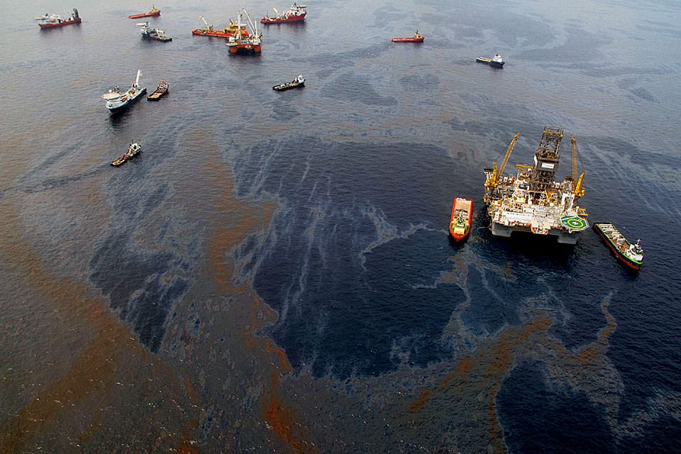 aerial view of Deepwater Horizon during the oil spill