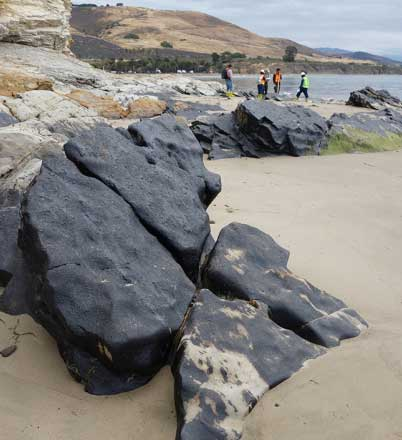 Pipeline break at Refugio State beach: NOAA responded to the May 19, 2015 oil spill resulting from a pipeline break at Refugio State Beach, near Santa Barbara, California, which released an estimated 100,000 gallons of crude oil, with a reported 21,000 gallons reaching the ocean. Credit: Bill Stanley